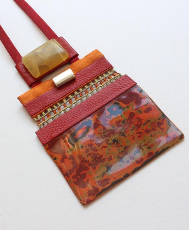 laque-broderie 1- pendentif